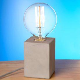 Lampe de table CUBE BETON coloris gris béton 27 x 12 cm